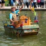 klein - 1. Parade van de Zomerkoning, muziekboot. Foto Menno Mulder (68)